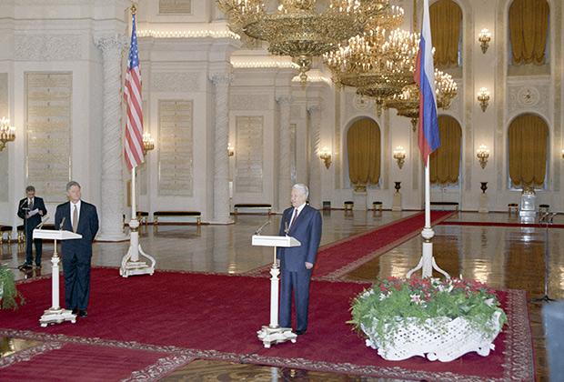 Билл Клинтон и Борис Ельцин во время официальной церемонии встречи американского лидера