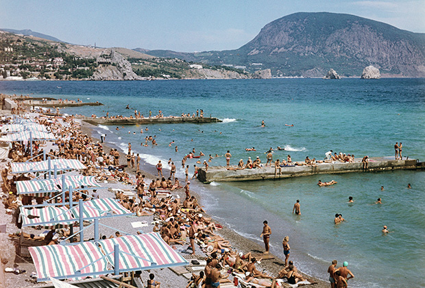 Пляж в Гурзуфе, 1982 год