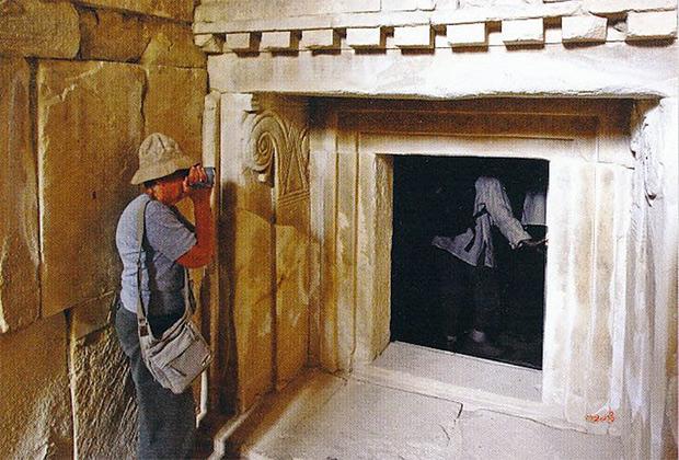 Здание VIII века до нашей эры на Кипре (Темессос), хорошо видны триглифы и прообразы будущих ионических колонн