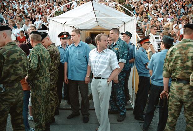 Павел Федулев (в центре)