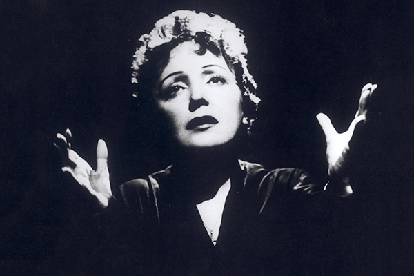 EDITH PIAF (Geboren am 19. Dezember 1915 in Paris as Edith Giovanna Gassion..