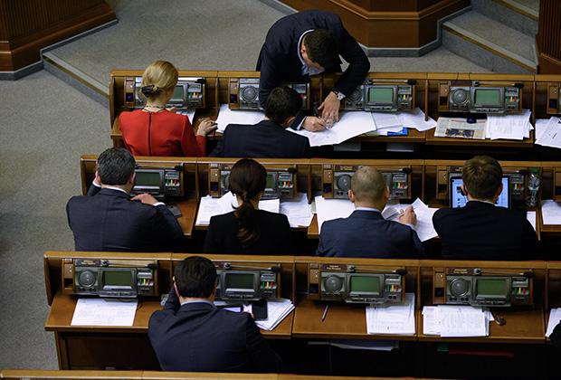 Верховная Рада приняла решение о моратории на выплату российского долга за один день, но не может одобрить бюджет на 2016 год