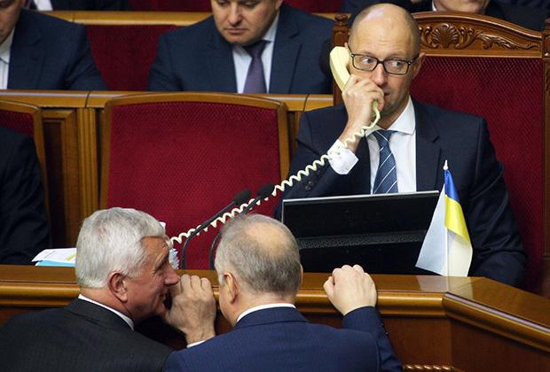 Арсений Яценюк считает кредит в три миллиарда долларов «политической взяткой» Виктору Януковичу