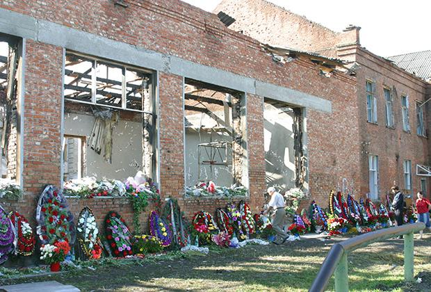 На месте теракта в школе №1 в Беслане