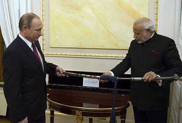 Подарок от российского президента — бенгальский меч