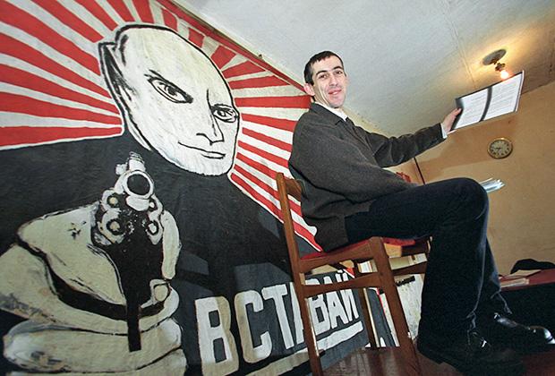 Лидер национал-большевиков Латвии и главный свидетель защиты на процессе писателя Эдуарда Лимонова Владимир Линдерман во время интервью в штаб-квартире НБП