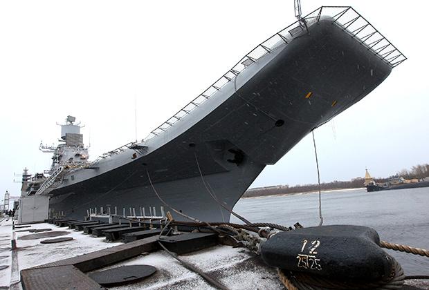 Авианосец «Викрамадитья» (переоборудованный авианесущий крейсер «Адмирал Горшков») в Северодвинске.