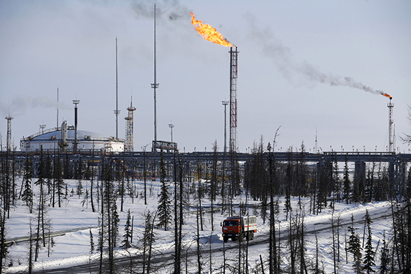 A general view shows oil treatment facilities at Vankorskoye oil field owned by Rosneft company north of the Russian Siberian city of Krasnoyarsk March 25, 2015. REUTERS/Sergei Karpukhin