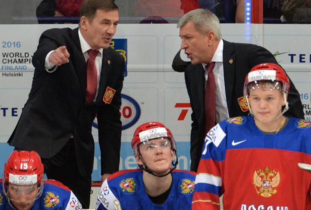 Главный тренер сборной России Валерий Брагин (слева)