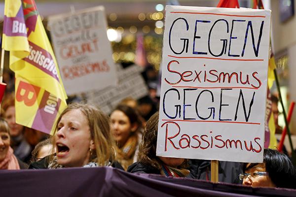 Женщины вышли на акцию протеста против насилия