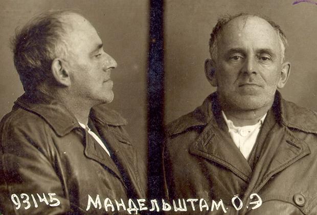 Последние — тюремные — фотографии Осипа Мандельштама: профиль и фас. Изличногоделаарестованного Бутырской тюрьмы. 1938 год.