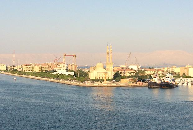 Мечеть в городе Суэц. Выходим из Суэцкого канала