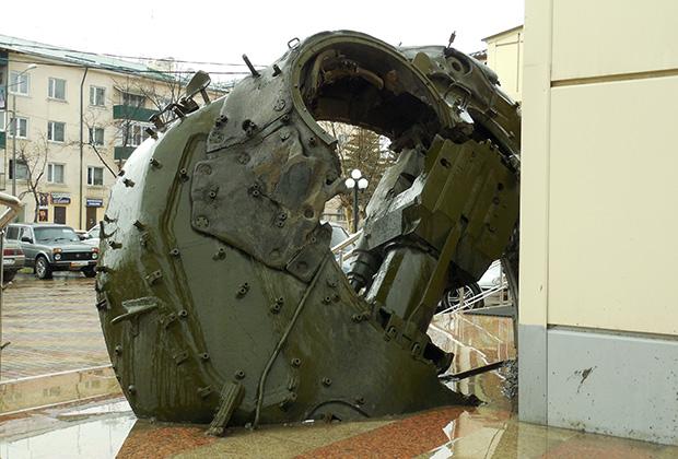Башня подбитого грузинского танка, ставшая памятником