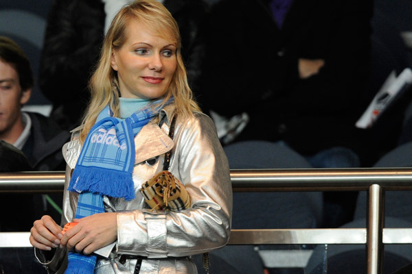 Olympique Marseille's owner Margarita Louis-Dreyfus attends the French Ligue 1 soccer match between her team and Paris St Germain at Parc des Princes stadium in Paris November 7, 2010. REUTERS/Gonzalo Fuentes (FRANCE - Tags: SPORT SOCCER ENTERTAINMENT) - RTXUCYY