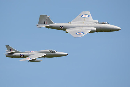 Hawker Hunter и Canberra в полете