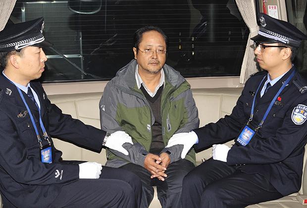 Топ-менеджер и коррупционер Пэй Цзяньцян, депортированный из Гвинеи на родину