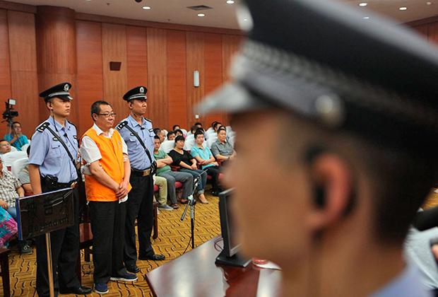 Бывший чиновник Ян Дацай слушает приговор — 14 лет тюрьмы за коррупцию