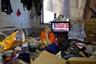 Ардит Уэйиуанна и ее семья. 68-летняя женщина, всю жизнь прожившая в Шишмарёве, приглядывает за внуками, пока ее дети находятся на охоте или на работе.