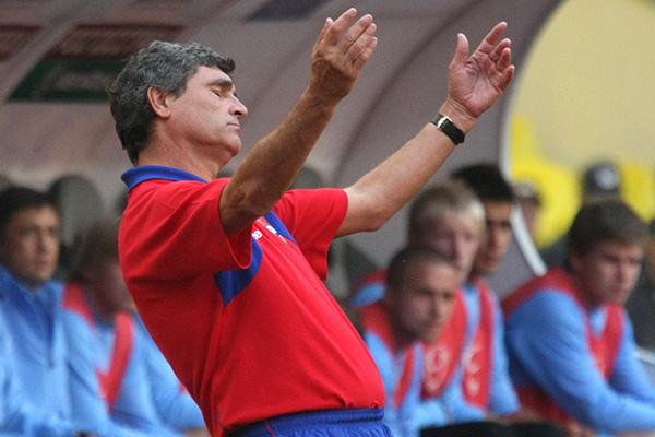 Главный тренер ЦСКА Хуанде Рамос во время матча, 2009 год