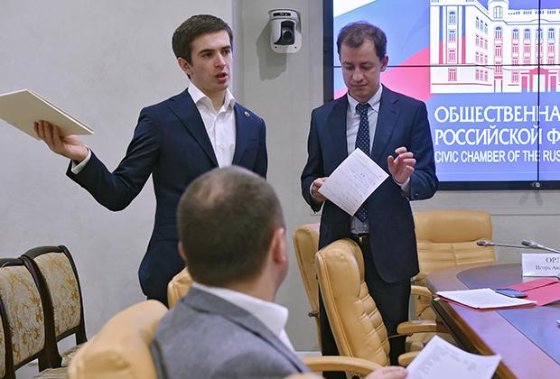 Дмитрий Чугунов (слева)