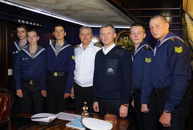 На барке проходят подготовку курсанты из Калининграда, Санкт-Петербурга, Астрахани, Ейска и Керчи