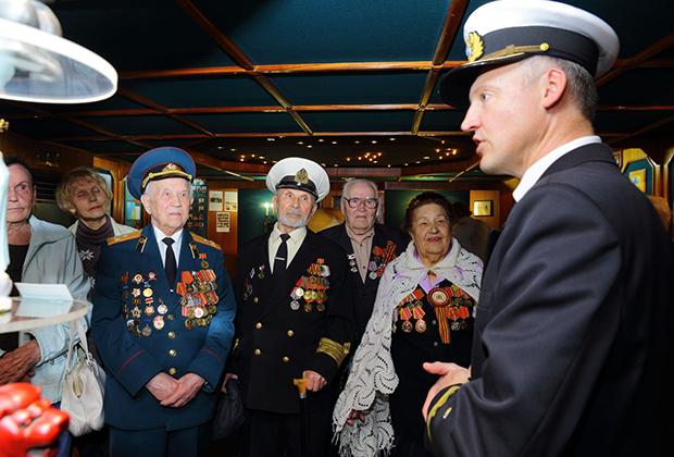 В 2015 году барк принимал участие в вахтах памяти в честь 70-летия Победы