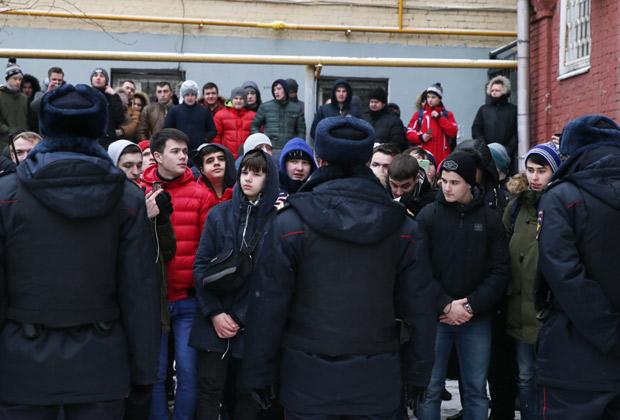 Сторонники Эрика Китуашвили у здания Тверского суда Москвы