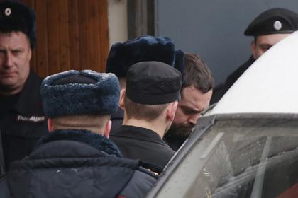 Эрик Китуашвили (в центре на втором плане)