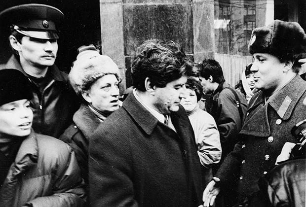 Виктор Алкснис среди сторонников, 1990-е годы
