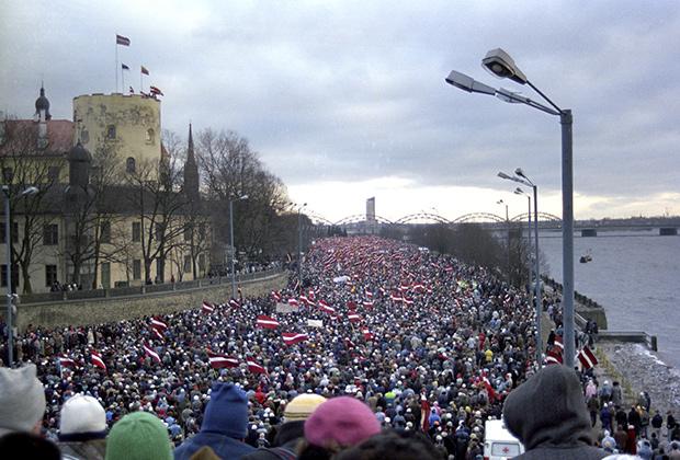 Митинг, организованный Народным фронтом Латвии на набережной в Риге