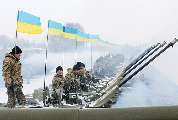 Украинские военные на полигоне близ Житомира, 2015 год