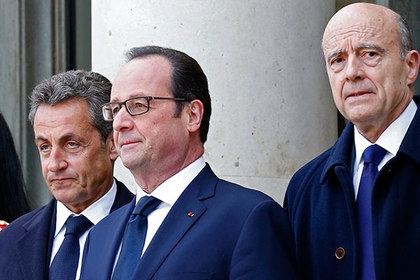French President Francois Hollande (C) poses with former president and current UMP conservative political party head Nicolas Sarkozy (L) and former prime minister Alain Juppe, in Paris January 11, 2015. President Hollande and former president Sarkozy took part in a solidarity march (Marche Republicaine) in tribute to the victims following the shootings by gunmen at the offices of the satirical weekly newspaper Charlie Hebdo, the killing of a police woman in Montrouge, and the hostage taking at a kosher supermarket at the Porte de Vincennes, which claimed 17 lives. Picture taken January 11, 2015. REUTERS/Pascal Rossignol (FRANCE - Tags: POLITICS) REUTERS/Pascal Rossignol