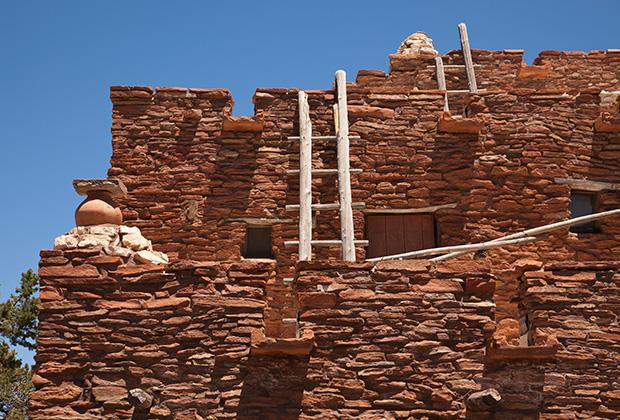 Традиционные жилища хопи сделаны из неотесанных камней