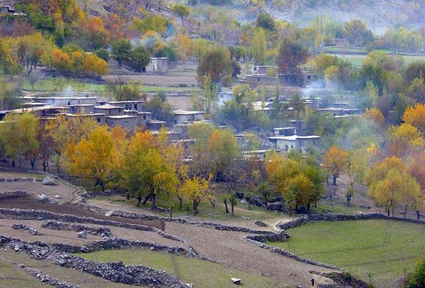 С таджикского берега афганкие кишлаки видны, как на ладони