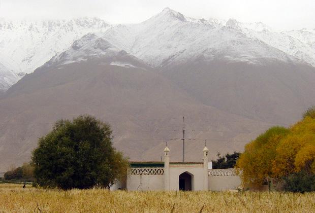 Исмаилитская мечеть на китайском Памире