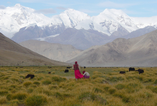 В окружении гор на китайском Памире