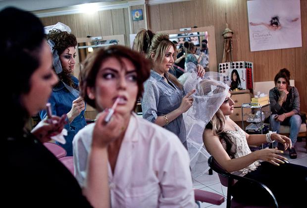 В женский салон красоты мужчинам вход воспрещен.