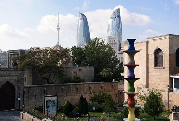 В причудливой смеси Востока и Запада вся соль Баку