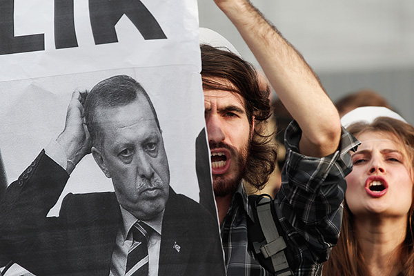 University students shout anti-government slogans during a protest against Turkey's High Education Board in Istanbul November 6, 2013.