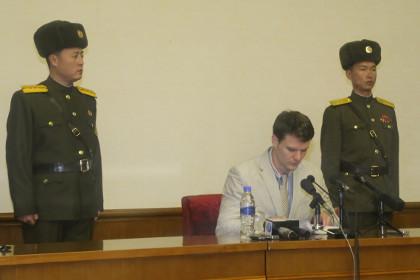 Отто Фредерик Вомбиер (в центре)