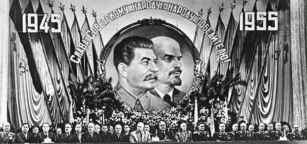 Президиум торжественного заседания партийных, советских, общественных организаций, представителей Советской армии и Военно-Морского Флота, посвященного Дню Победы