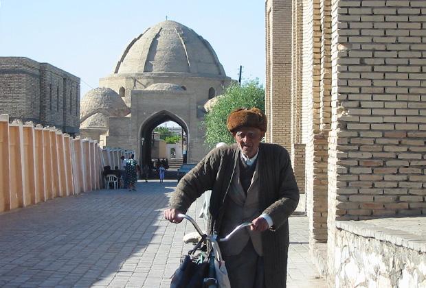 Старик на улицах Бухары