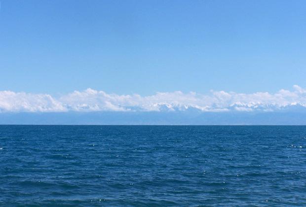 Озеро Иссык-Куль славится кристально чистой водой и захватывающими видами