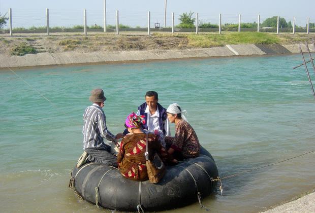 Нелегальная переправа через киргизско- узбекскую границу