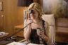 42-летняя актриса, сыгравшая в таких фильмах, как «Три дня на побег» и «Голодные игры», окончила с отличием одно из высших учебных заведений США, входящих в престижную Лигу Плюща, — Пенсильванский университет. Ее IQ — 130.