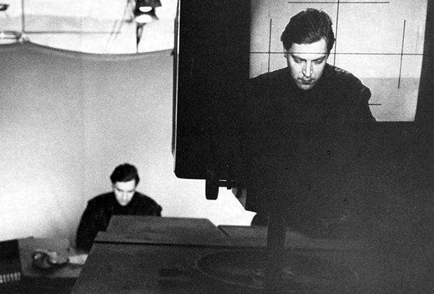 Телеведущий Александр Невзоров во время съемки передачи «600 секунд». 1992 год