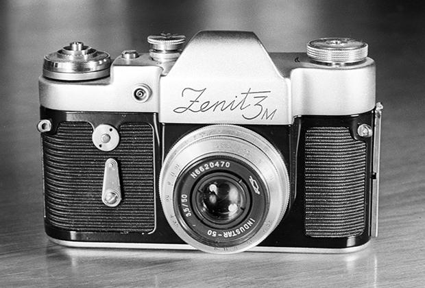 Узкопленочная фотокамера «Зенит-3М». Экспонат Всемирной выставки ЭКСПО-67 в Монреале