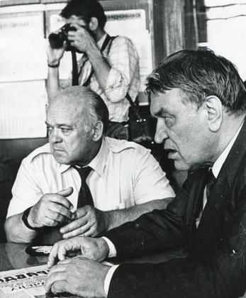 Министр угольной промышленности СССР Михаил Щадов (справа) появлялся везде, где вспыхивали шахтерские волнения