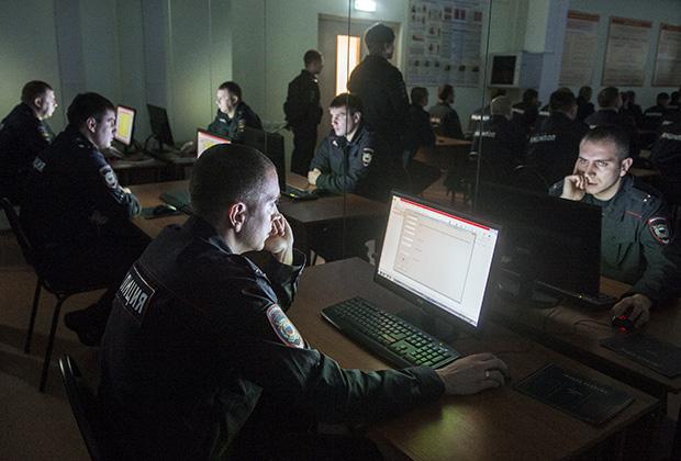 Полицейских обязали пользоваться  исключительно рабочей почтой с компьютеров.