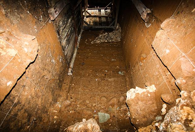 Раскопки в пещере в Лианг Буа